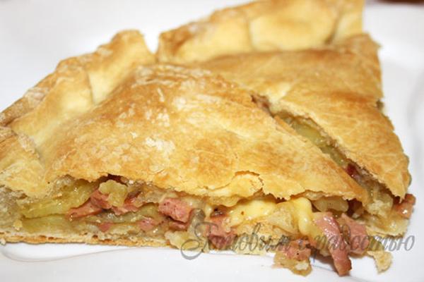 Пирог с картошкой и колбасой