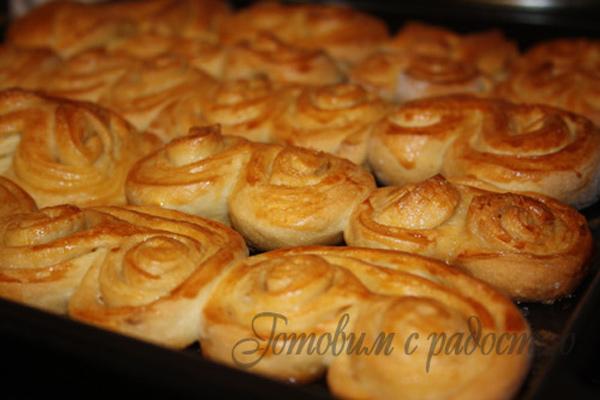 Сдобные булочки с сахаром ушки