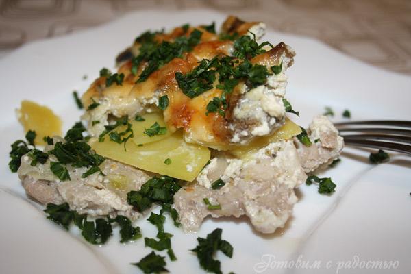 Картофельная запеканка со свининой и грибами