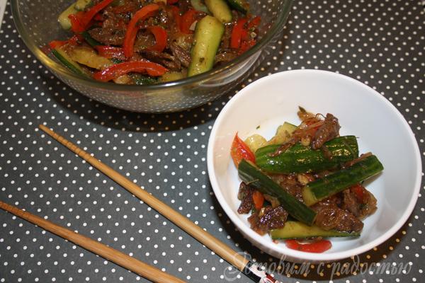 Острый салат с огурцами