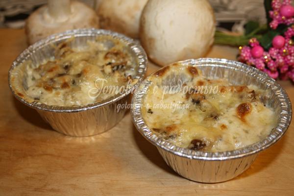 Жюльен из грибов со сливками и курицей