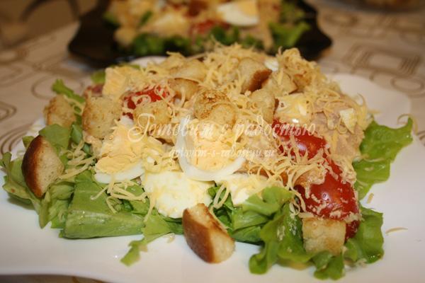 Салат цезарь с копчёной курицей