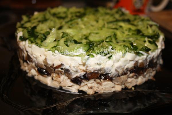 Салат с черносливом Нежный