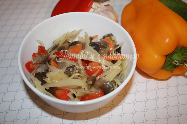 Салат баклажаны с капустой зимний